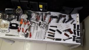 Kayseri'de bodrum katta kurusıkı silahların namlusunu açarak piyasaya süren 2 kişi yakalandı