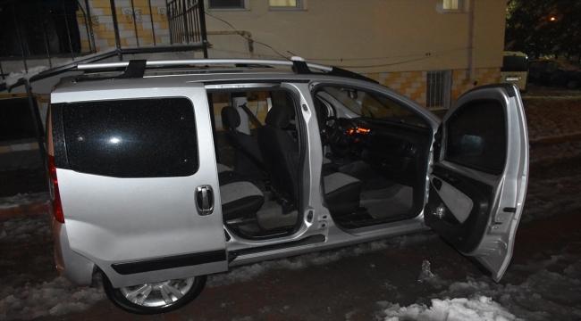 Kayseri'de polisin kovaladığı şüpheliler, kullandıkları aracı bırakıp kaçtı