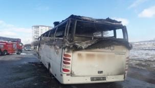 Kayseri'de seyir halindeki işçi servisi alev aldı