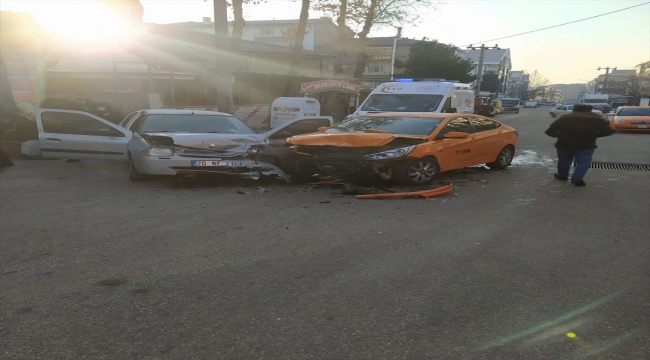 Kırıkkale'de otomobille taksi çarpıştı: 4 yaralı