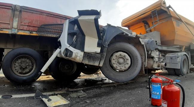 Kocaeli'de D-100 kara yolundaki kaza ulaşımı aksattı