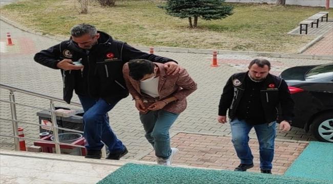 Konya'da bıçakla tehdit ettiği kadının parasını gasbeden şüpheli tutuklandı