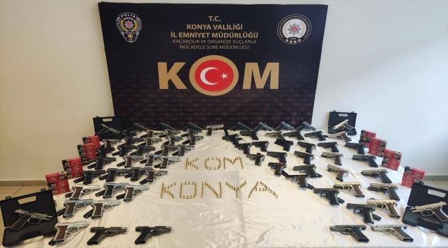 Konya'da kaçak silah operasyonunda bir araçta 73 tabanca ele geçirildi