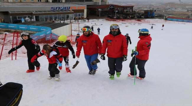 Milli kayakçı Aslı Nemutlu, vefatının 9. yılında Palandöken Kayak Merkezi'nde anıldı