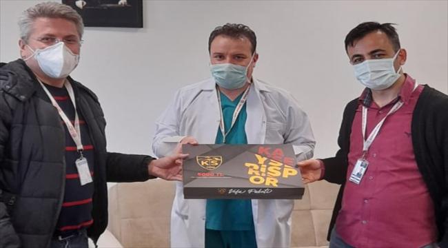 """Kayserispor'un """"Vefa Paketi"""" kampanyasına sağlık çalışanlarından destek"""