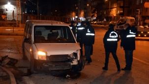 Son Dakika: Kayseri'de otomobil sivil polis aracına çarptı: 1 yaralı