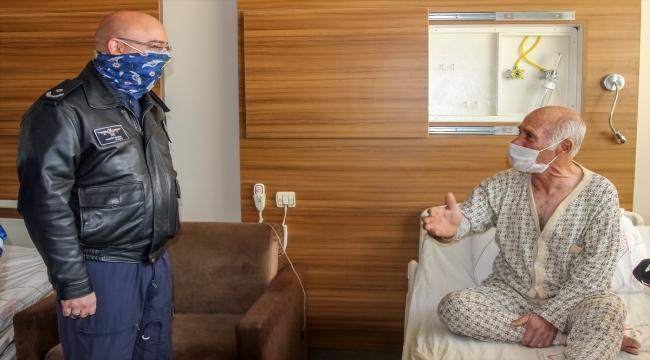 Van'da polisler helikopterle hastaneye ulaştırdıkları hastayı ziyaret etti