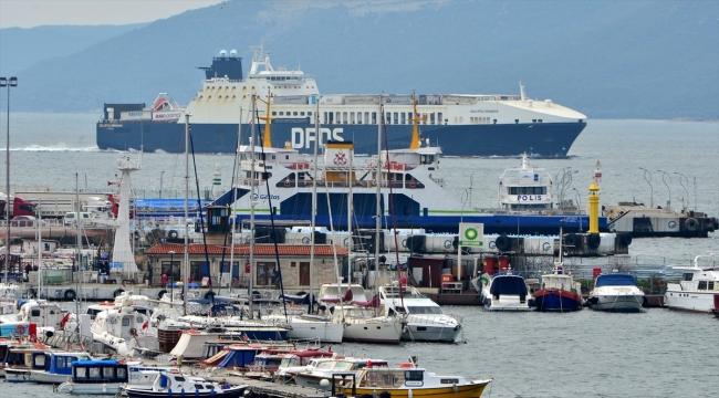 Çanakkale açıklarında yangın çıkan Ro-Ro gemisi hasar tespit çalışmaları için İstanbul'a gidiyor