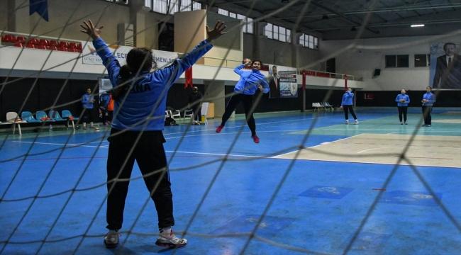 Çocukları kötü alışkanlıklardan uzak tutmak için kurulan hentbol takımı, 1. Lig'e kadar yükseldi