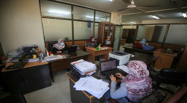 Gazze'de Kovid-19 nedeniyle kamu kurumlarında aylardır kısmi yürütülen faaliyetler yeniden başladı
