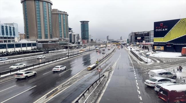 Haftaya karla başlayan İstanbul'da trafik sakin seyrediyor