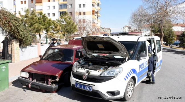"""Kayseri'de polisin """"dur"""" ihtarına uymayan iki şüpheli kovalamaca sonucu yakalandı"""