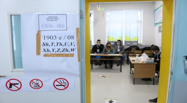 Kosova'da halk erken genel seçim için sandık başında