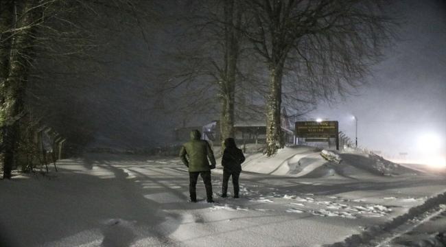 Kütahya ve Balıkesir'de kar yağışı, ulaşımda aksamalara neden oldu
