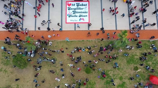 Mersin sahilinde sürpriz 14 Şubat Sevgililer Günü etkinliği