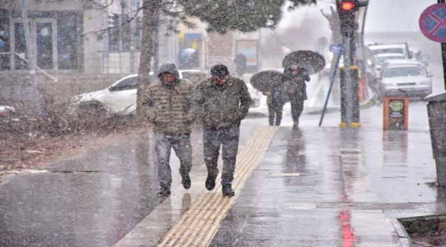 Bingöl'de kar ve tipi nedeniyle 86 yerleşim yerine ulaşım sağlanamıyor