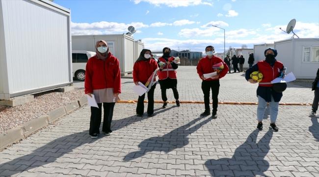 Depremzede çocukların hayallerini Kızılay gönüllüleri gerçekleştiriyor