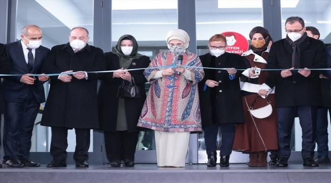 Emine Erdoğan Manisa'daki doğa dostu tekstil fabrikasını ziyaret etti: