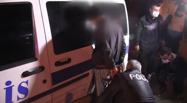 Polisten kaçmaya çalışan iki şüpheli ara sokakta yakalandı