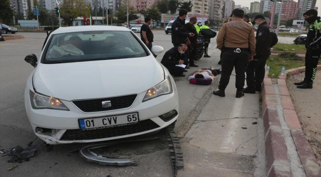 Adana'da iki otomobil çarpışması sonucu 3 kişi yaralandı