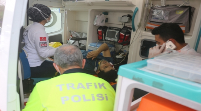 Adana'da otomobille çarpışan motosikletin sürücüsü yaralandı