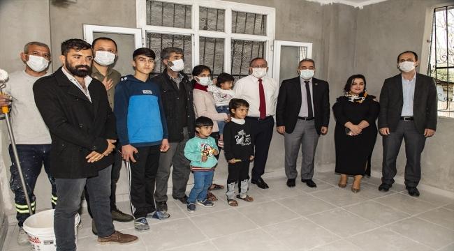 Adana'da yangında kullanılmaz hale gelen evi ilçe belediyesi onardı