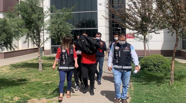 Adıyaman'da iş vaadiyle dolandırıcılık yaptıkları iddiasıyla 3 şüpheli yakalandı