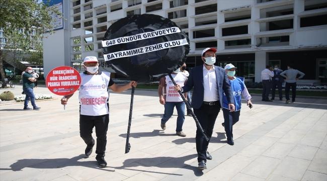 Antalya'da 648 gündür grevde olan işçiler, Büyükşehir Belediyesi önüne siyah çelenk bıraktı