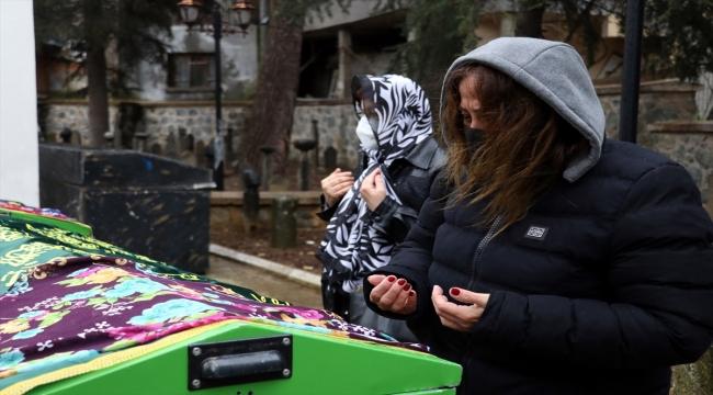 Avukatlık bürosundaki silahlı kavgada ölen anne ve kızının cenazesi Yalova'da toprağa verildi
