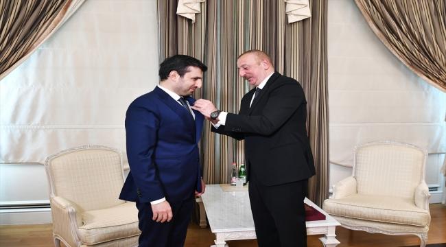 """Azerbaycan Cumhurbaşkanı İlham Aliyev, Baykar Teknik Müdürü Selçuk Bayraktar'a """"Karabağ Nişanı"""" takdim etti"""