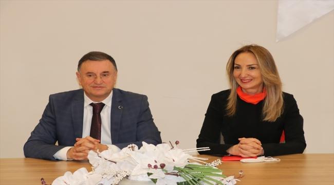 CHP Kadın Kolları Genel Başkanı Nazlıaka, Hatay Büyükşehir Belediye Başkanı Savaş'ı ziyaret etti:
