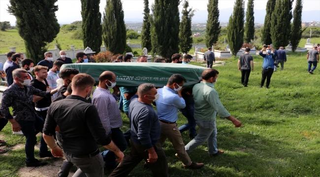 Hatay'daki trafik kazasında yaşamını yitiren 4 kişiden 3'ünün cenazesi defnedildi