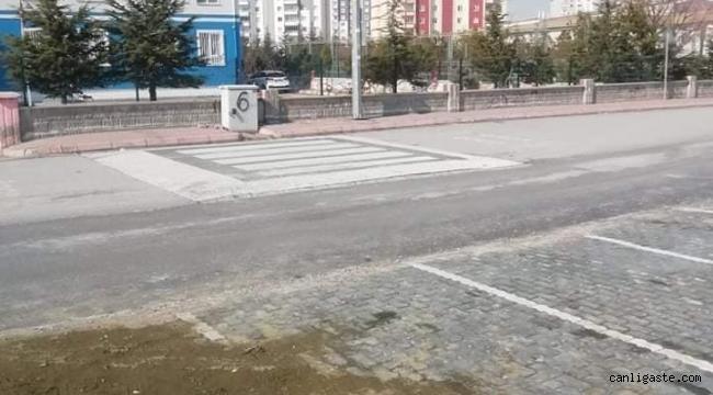"""Kayseri'de """"yayalar kırmızı çizgimiz"""" lafta kaldı! Yaya yoluna sahip çıkan yok!"""