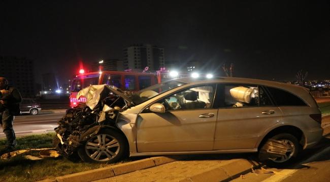 Kayseri'de yolcu otobüsüne arkadan çarpan otomobildeki iki kardeş yaralandı