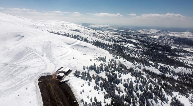 Kış turizminin yeni gözdesi olmayı hedefleyen Aladağ nisanda da kayak imkanı sunacak