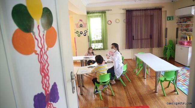 Kısıtlamalardan muaf olan ailelerin çocukları için kreşler açık