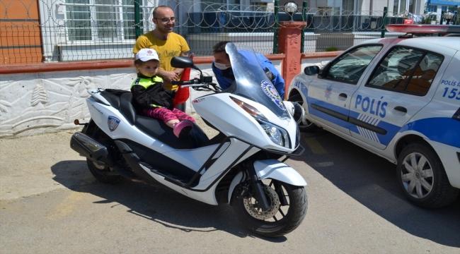 Kocaeli'de kız çocuğunun polis korkusu, ekiplerin şefkatiyle yenildi