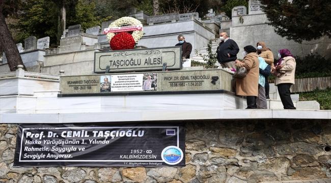 Kovid-19 nedeniyle hayatını kaybeden Prof. Dr. Cemil Taşcıoğlu, kabri başında anıldı