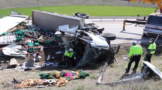 Kütahya-Afyonkarahisar kara yolunda iki tırın çarpışması sonucu 2 kişi öldü
