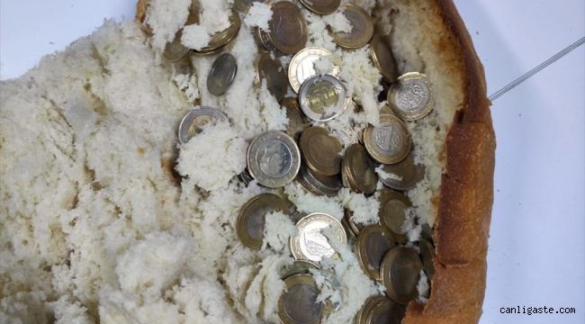 Madeni paraları ekmeğin arasına gizleyen dilenci yakalandı