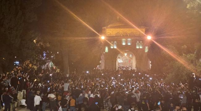 Mescid-i Aksa'da binlerce Filistinli, teravih namazının ardından İsrail'i  protesto etti - Genel Haber - Kayseri Canlı Gaste
