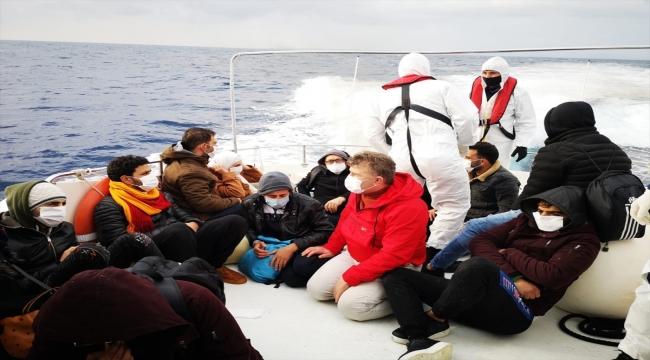 Muğla açıklarında Türk kara sularına itilen 15 düzensiz göçmen kurtarıldı