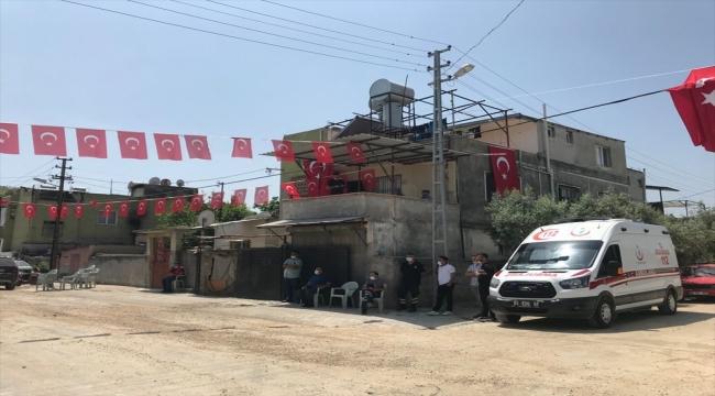 Şehit uzman çavuş Mehmet Kırmızı'nın Adana'daki ailesine şehadet haber verildi