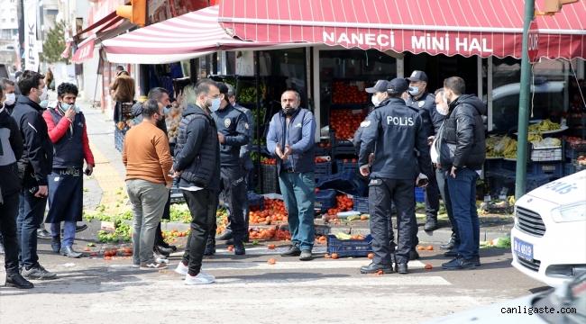 Sivas'ta pazarcı ile manavcıların kavgasında olan dükkanlara oldu
