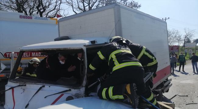 Freni boşalan kamyonet 6 araca çarptı: 1 yaralı