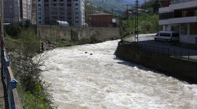 """Trabzon'da tren vagonundan yapılan """"Gönül Köprüsü"""" öğrencilerin okul yolunu kısaltacak"""