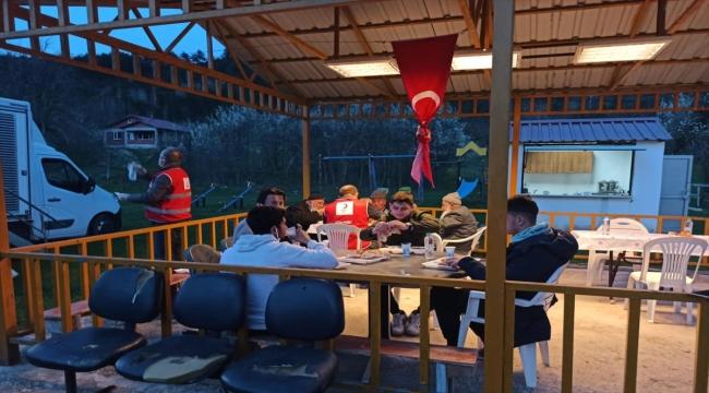 Türk Kızılay'dan yangında 2 kişinin öldüğü köyde iftar