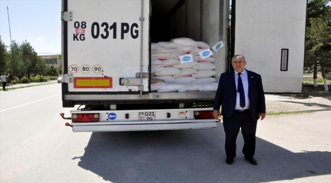 Ahıska Türklerinin topladığı yardım malzemeleri Kırgızistan'da sınırdaki çatışmadan etkilenenlere teslim edildi