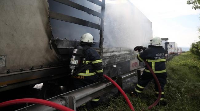 Anadolu Otoyolu'nda seyir halindeyken yanan tır kullanılamaz hale geldi