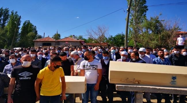 Başkentte traktörün devrilmesi sonucu hayatını kaybeden 4 kişi son yolculuğuna uğurlandı